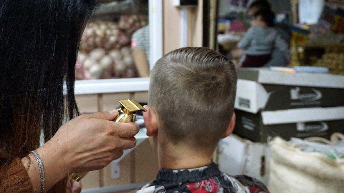 خراب کردن موی سر مشتری پیرایشگر را روانه زندان کرد! +عکس
