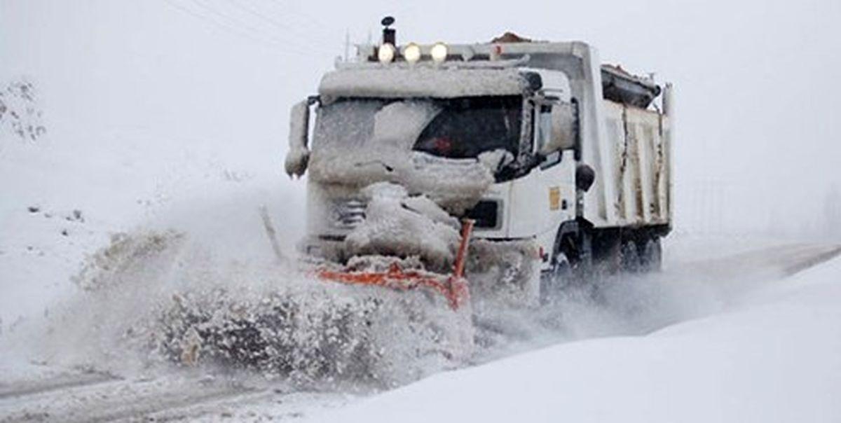 برف و کولاک عامل انسداد آزادراه و جاده قدیم قزوین-رشت