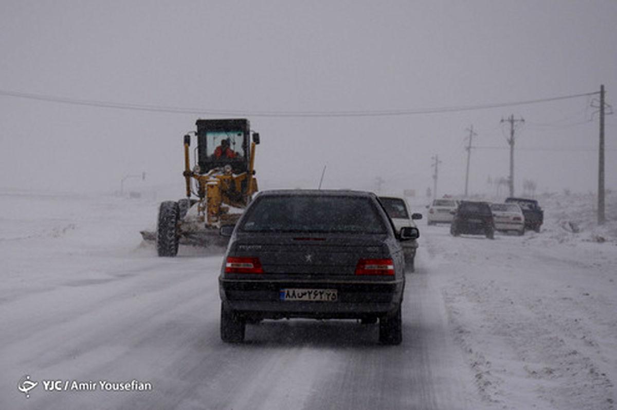 نجات ۲۵ هزار نفر از برف و کولاک در ٢٢ استان