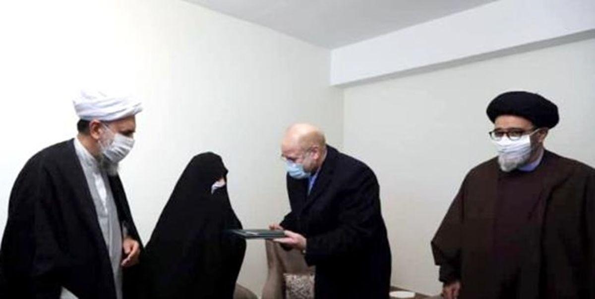 دیدار قالیباف با دو خانواده شهید +عکس
