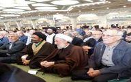عکس: آیت الله صدیقی در صفوف نمازجمعه امروز بین مردم